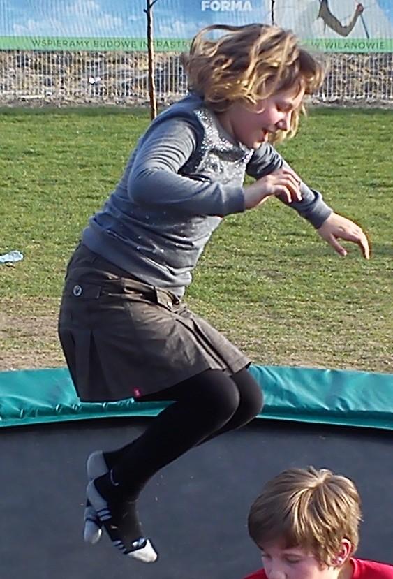 Dobrze się bawimy, gdy nad trampoliną lecimy :)